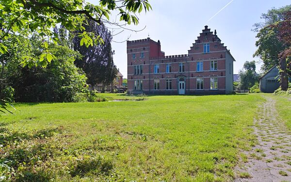 Castle for sale in Zomergem